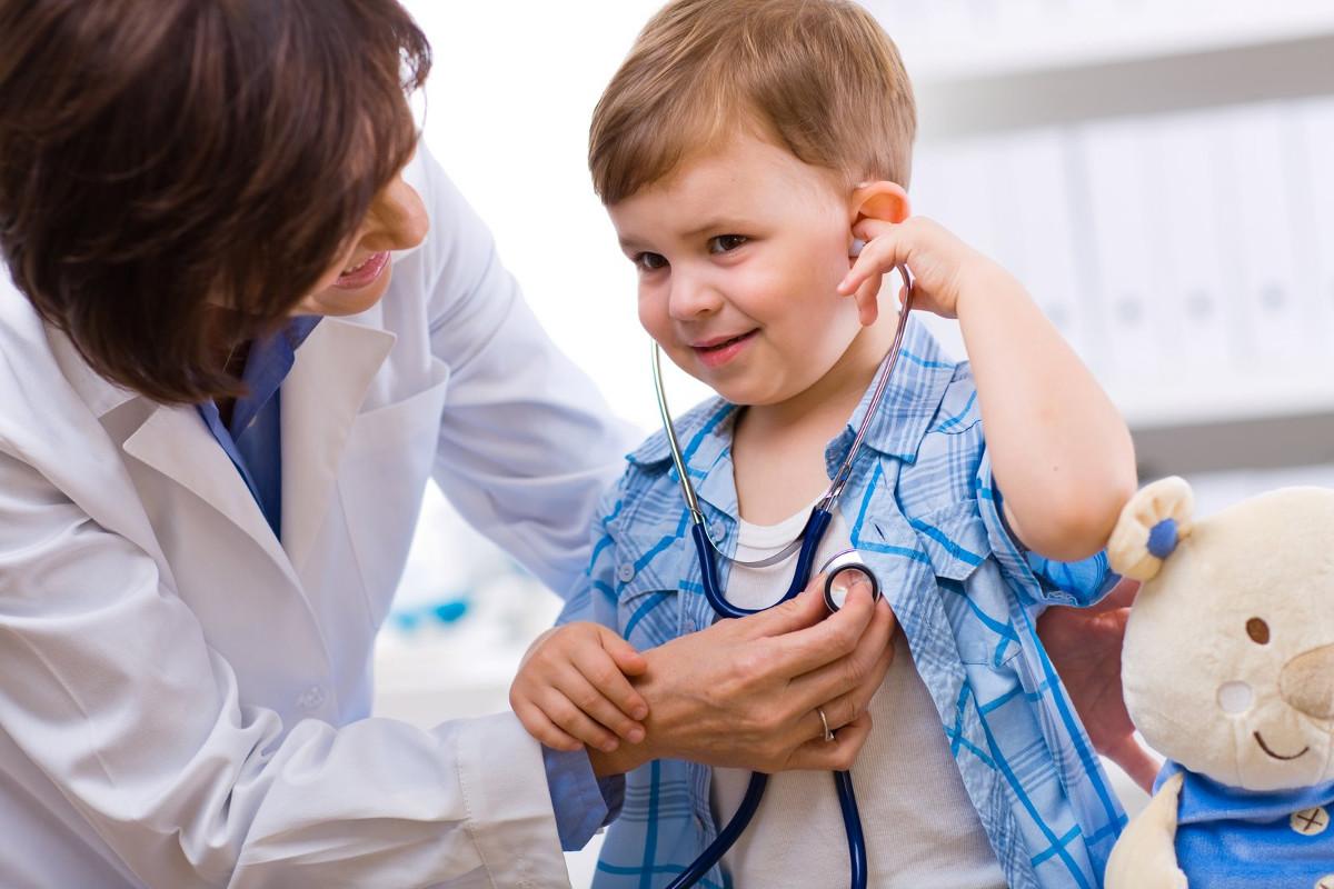 Com quantos anos meu filho deve parar de ir ao pediatra?